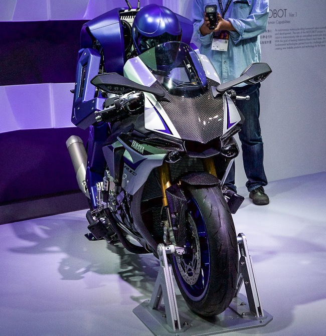 yamaha-motobot-motorcycle-riding-robot-11