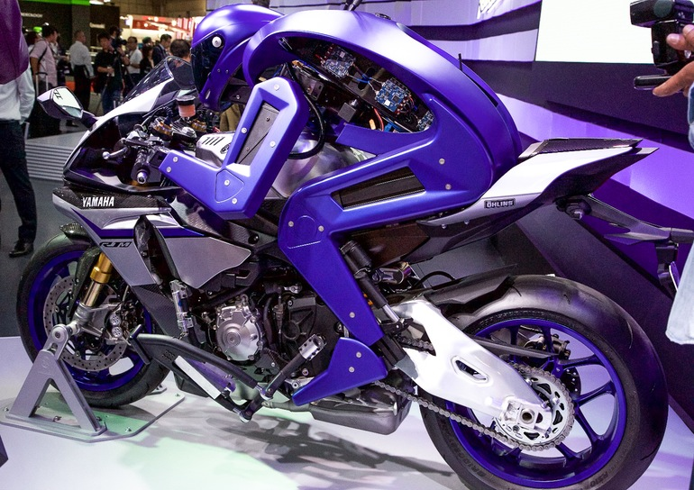 yamaha-motobot-motorcycle-riding-robot-12