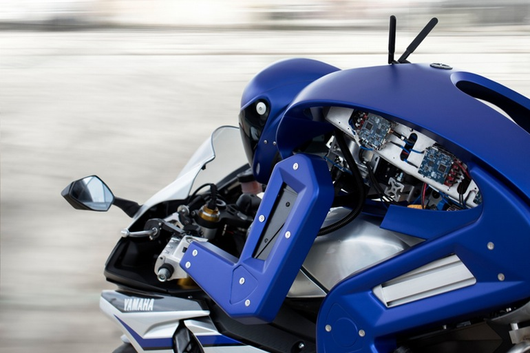 yamaha-motobot-motorcycle-riding-robot-2