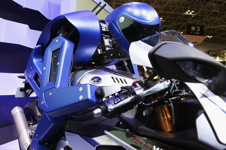 yamaha-motobot-motorcycle-riding-robot-5