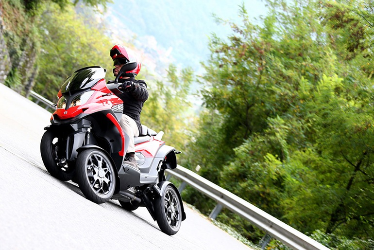 yamaha-mwt-9-tilting-three-wheel-concept-17